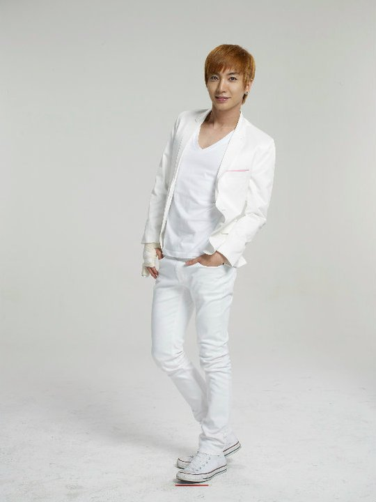 12 Plus Sexy Cologne Photoshoot Leeteuk 2