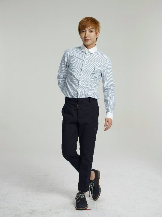 12 Plus Sexy Cologne Photoshoot Leeteuk 3