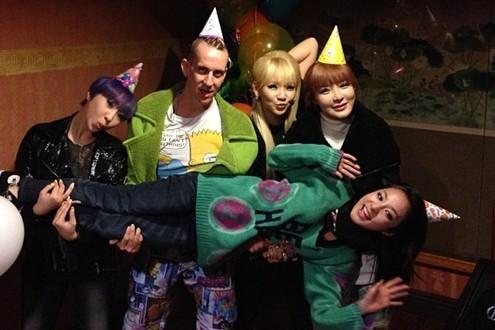 2NE1 celebrando el cumpleaños de Sandara con Jeremy Scott